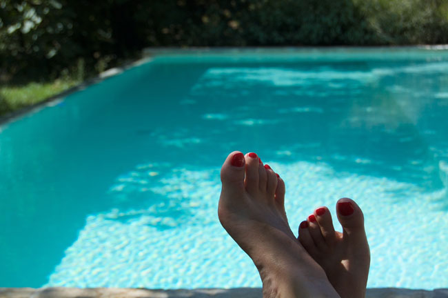 Pruga pool with feet